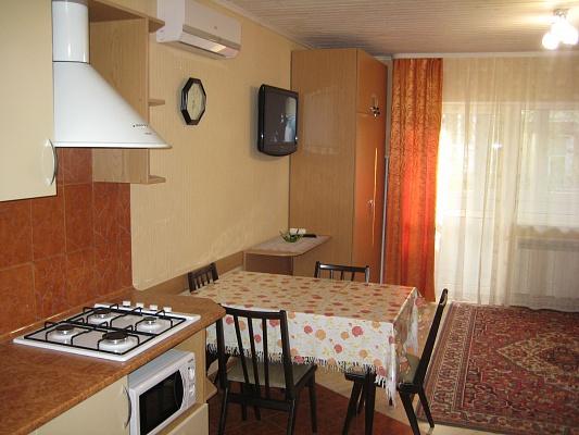 2-комнатная квартира посуточно в Бердянске. ул. Горького, 29. Фото 1
