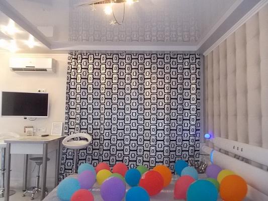 1-комнатная квартира посуточно в Киеве. Деснянский район, пр-т Маяковского, 12. Фото 1
