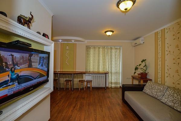 2-комнатная квартира посуточно в Хмельницком. ул. Проскуровская, 22. Фото 1
