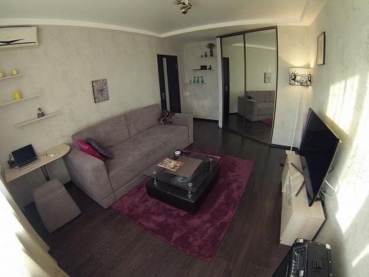 2-комнатная квартира посуточно в Киеве. Оболонский район, ул. Героев Днепра, 38. Фото 1