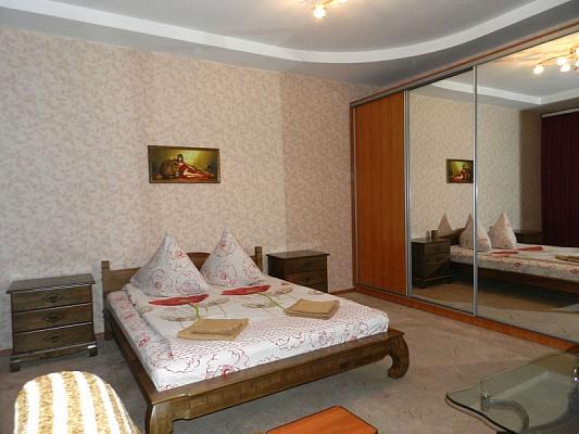 1-комнатная квартира посуточно в Запорожье. Ленинский район, пр-т Металлургов, 17. Фото 1