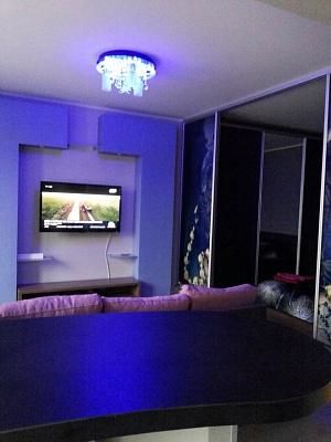 1-комнатная квартира посуточно в Чернигове. Деснянский район, ул. Космонавтов, 8. Фото 1