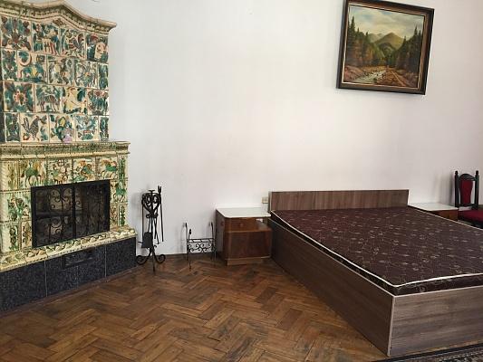 2-комнатная квартира посуточно в Львове. Галицкий район, пл. Рынок, 11а. Фото 1