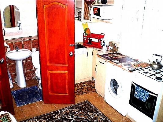 2-комнатная квартира посуточно в Николаеве. Центральный район, ул. Адм. Макарова, 39. Фото 1