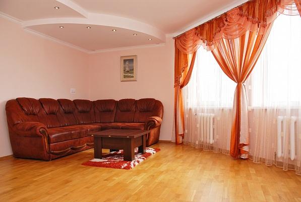 2-комнатная квартира посуточно в Киеве. Дарницкий район, ул. Михаила Гришко, 9. Фото 1