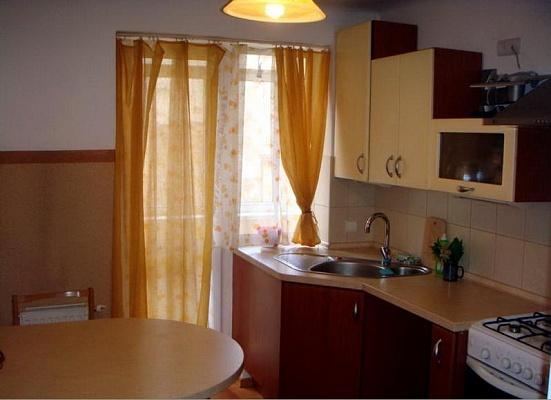 2-комнатная квартира посуточно в Львове. Галицкий район, ул. Дорошенко, 62. Фото 1