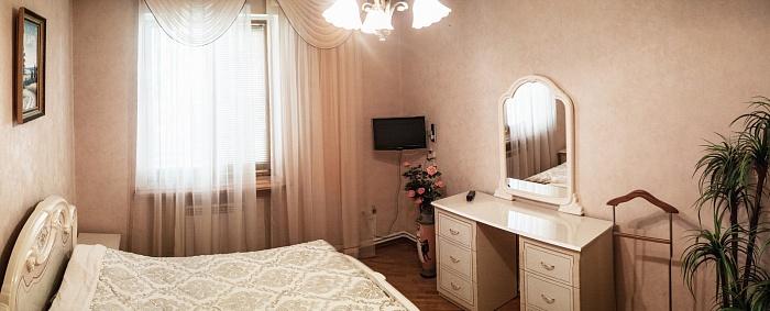 2-комнатная квартира посуточно в Севастополе. Ленинский район, ул. Большая Морская, 26. Фото 1