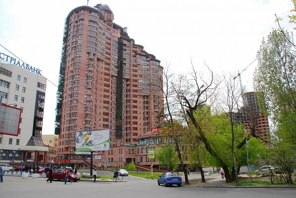 4-комнатная квартира посуточно в Киеве. Печерский район, ул. Щорса, 36б. Фото 1
