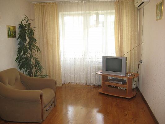 1-комнатная квартира посуточно в Симферополе. Киевский район, ул. Киевская, 139. Фото 1