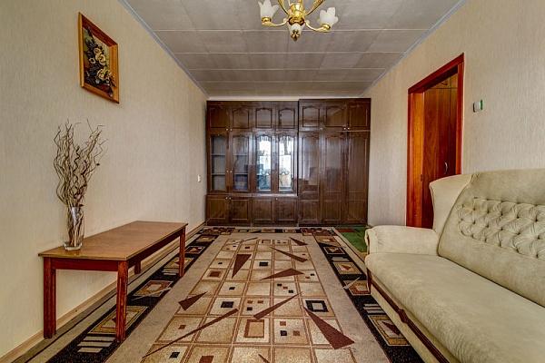 2-комнатная квартира посуточно в Днепропетровске. Индустриальный район, ул. Калиновая, 96. Фото 1