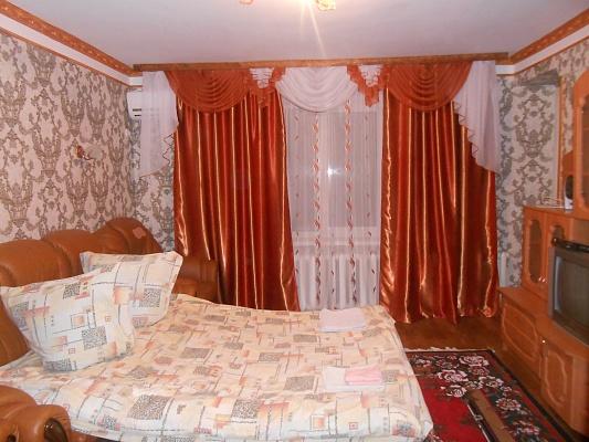 2-комнатная квартира посуточно в Миргороде. ул. Независимости, 29/14. Фото 1