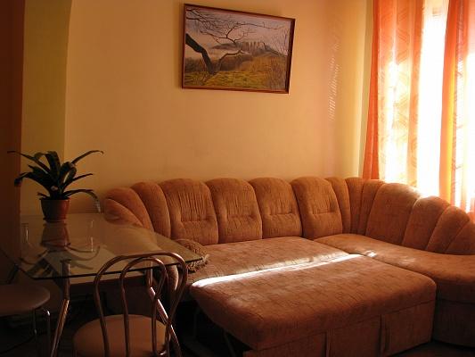 2-комнатная квартира посуточно в Евпатории. ул. Тучина, 7. Фото 1