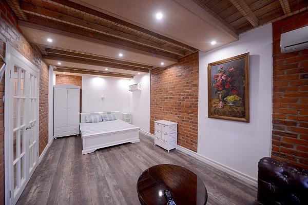 1-комнатная квартира посуточно в Киеве. Дарницкий район, ул. Завальная, 10б. Фото 1