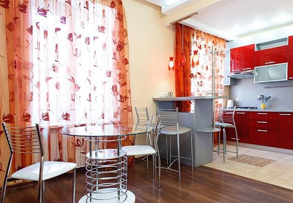 2-комнатная квартира посуточно в Днепропетровске. Бабушкинский район, б-р Европейский, 1. Фото 1