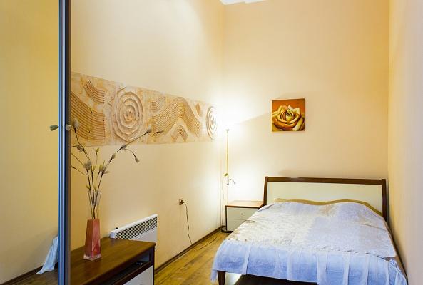 2-комнатная квартира посуточно в Одессе. Приморский район, пер. Воронцовский, 5. Фото 1