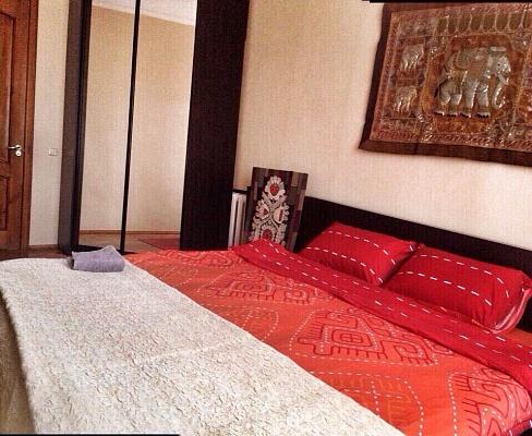 3-комнатная квартира посуточно в Киеве. Голосеевский район, ул. Кустанайская, 7. Фото 1