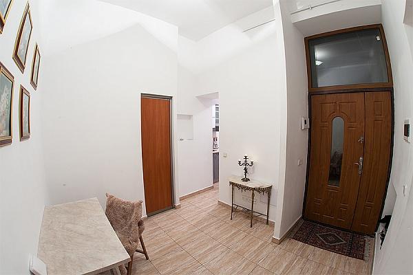 2-комнатная квартира посуточно в Львове. Галицкий район, пл. Генерала Григоренко, 4. Фото 1