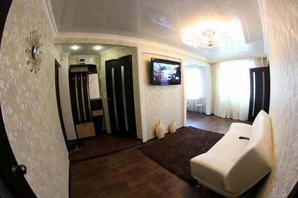 3-комнатная квартира посуточно в Кировограде. Кировский район, ул. Комарова, 42. Фото 1