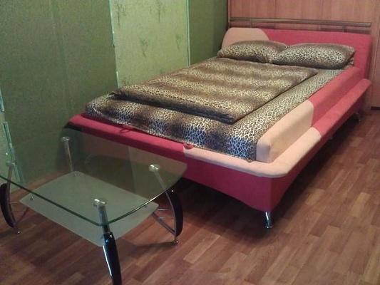 1-комнатная квартира посуточно в Изюме. ул. Кленовая, 5. Фото 1