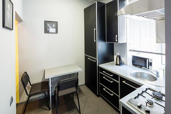 1-комнатная квартира посуточно в Львове. Галицкий район, ул. Черноморская, 9. Фото 1
