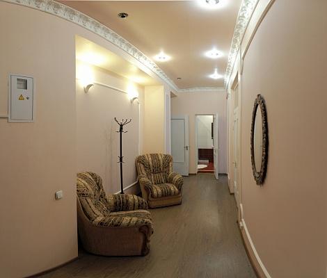 2-комнатная квартира посуточно в Николаеве. Центральный район, ул. Шевченко, 64а. Фото 1