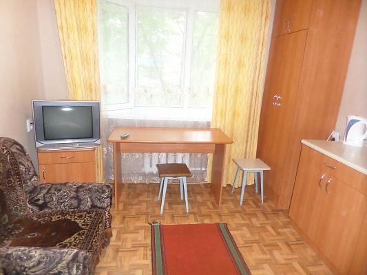1-комнатная квартира посуточно в Славянске. ул. Батюка, 8а. Фото 1