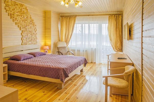 3-комнатная квартира посуточно в Киеве. Днепровский район, ул. Марка Черемшины, 16-Б. Фото 1