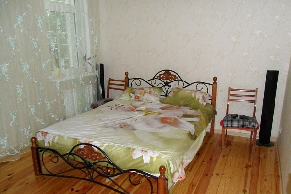 2-комнатная квартира посуточно в Евпатории. ул. 13-го Ноября, 24. Фото 1