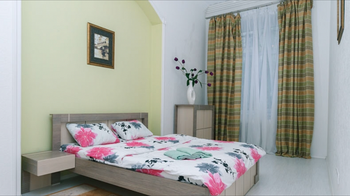 2-комнатная квартира посуточно в Киеве. Печерский район, ул. Эспланадная, 2. Фото 1