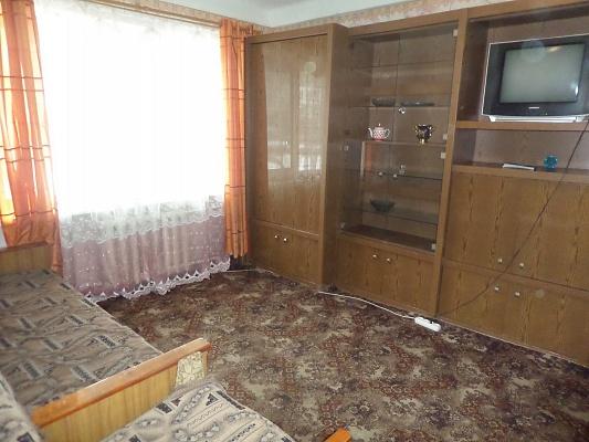 1-комнатная квартира посуточно в Славянске. ул. Октябрьской Революции, 60. Фото 1