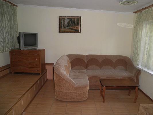 4-комнатная квартира посуточно в Алуште. ул. Ленина, 45. Фото 1