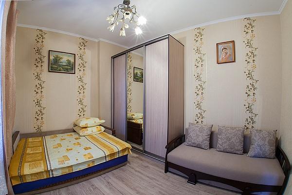 1-комнатная квартира посуточно в Львове. Галицкий район, ул. Шептицких, 39. Фото 1