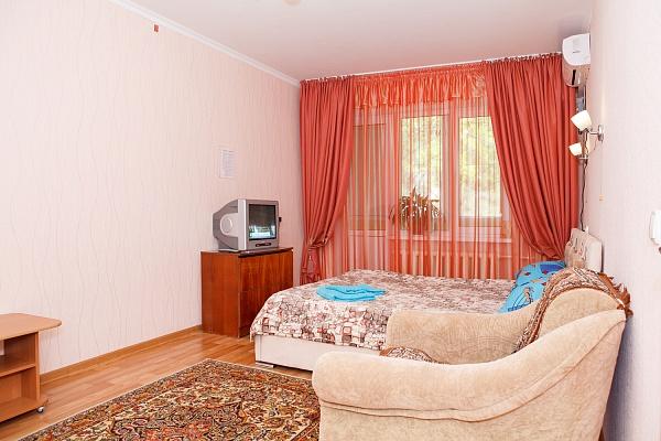 1-комнатная квартира посуточно в Симферополе. Центральный район, ул. Дружбы, 62. Фото 1