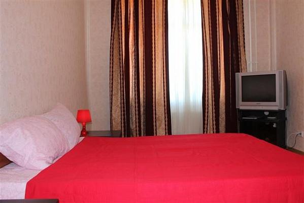2-комнатная квартира посуточно в Измаиле. пр-т Мира (Ленина), 44 а. Фото 1