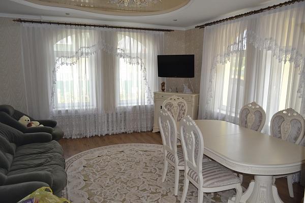 3-комнатная квартира посуточно в Каменце-Подольском. ул. Ермакова, 11. Фото 1