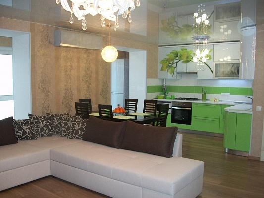1-комнатная квартира посуточно в Черкассах. ул. Крещатик, 200. Фото 1