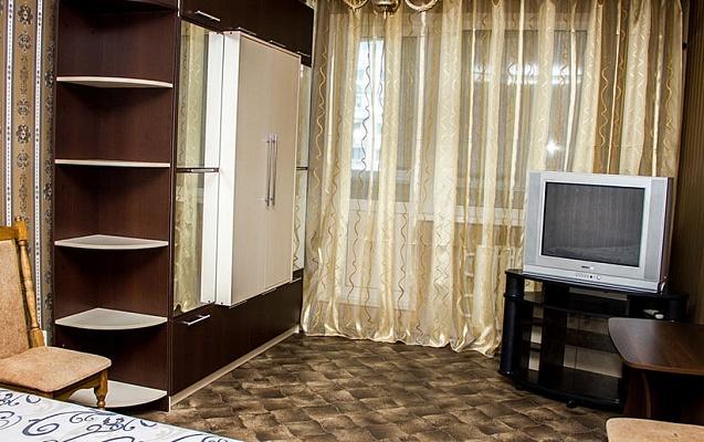 1-комнатная квартира посуточно в Харькове. Краснозаводской район, пр-т Гагарина, 176 корп 9. Фото 1