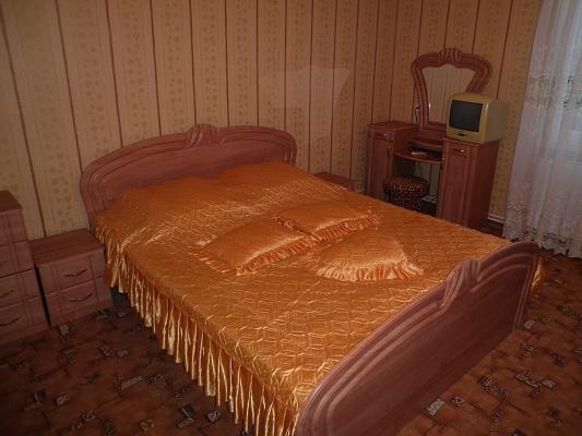 2-комнатная квартира посуточно в Алуште. ул. Карла Маркса, 23. Фото 1