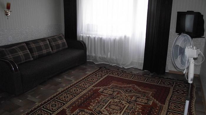 1-комнатная квартира посуточно в Житомире. ул. Щорса (Покровская), 121. Фото 1