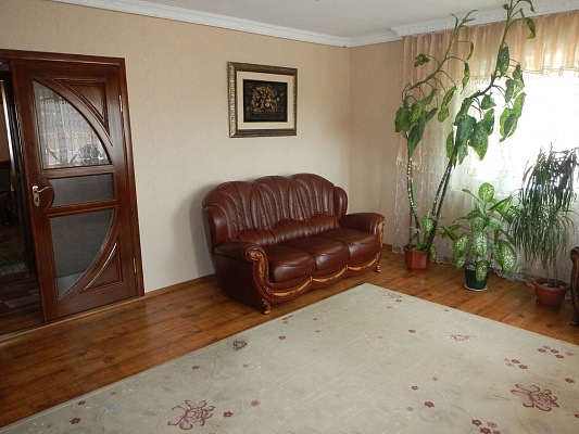 5-комнатная квартира посуточно в Умани. ул. Небесной Сотни (Советская), 28. Фото 1
