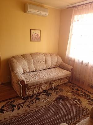 2-комнатная квартира посуточно в Днепропетровске. Октябрьский район, Крутогорный спуск (ул. Рогалева), 17а. Фото 1