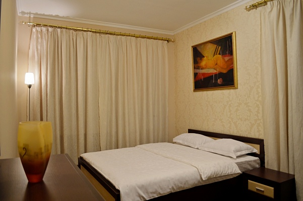 2-комнатная квартира посуточно в Киеве. Печерский район, ул. Крещатик, 17. Фото 1