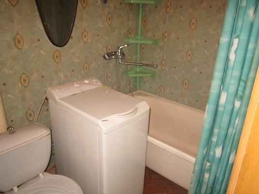 2-комнатная квартира посуточно в Артемовске. ул. Чайковского, 93. Фото 1