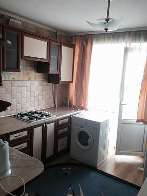 1-комнатная квартира посуточно в Ровно. Соломії Крушельницької, 73. Фото 1
