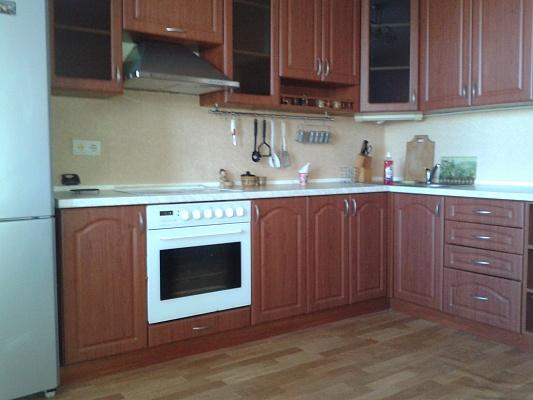 1-комнатная квартира посуточно в Киеве. Деснянский район, ул. Милославская, 47. Фото 1