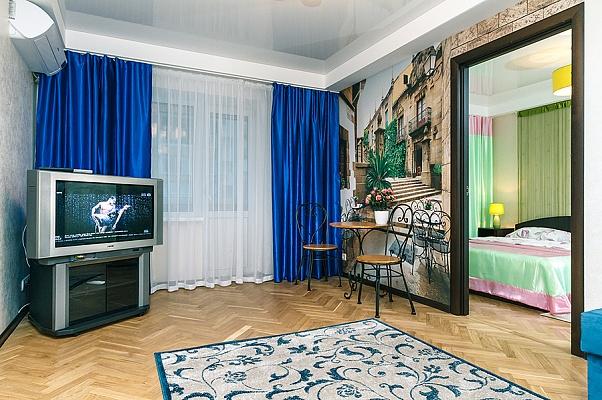 2-комнатная квартира посуточно в Киеве. Печерский район, ул. Большая Васильковская (Красноармейская), 101. Фото 1