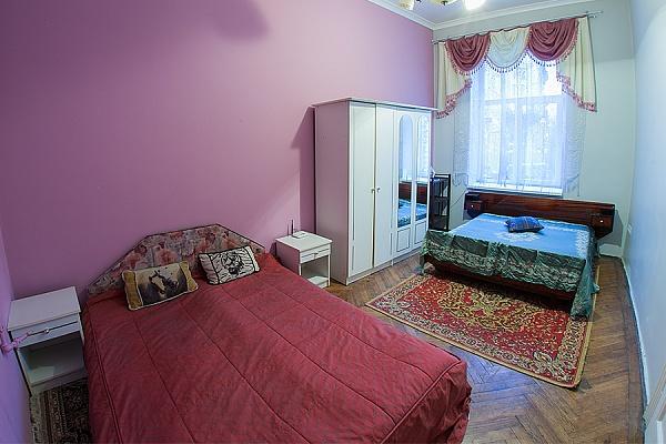 2-комнатная квартира посуточно в Львове. Шевченковский район, ул. Клепаровская, 7. Фото 1