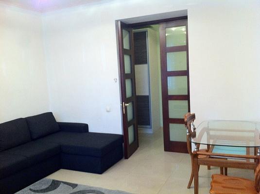 2-комнатная квартира посуточно в Одессе. Приморский район, ул. Пастера, 21. Фото 1