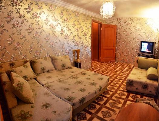 1-комнатная квартира посуточно в Харцызке. ул. Солнечная, 28. Фото 1