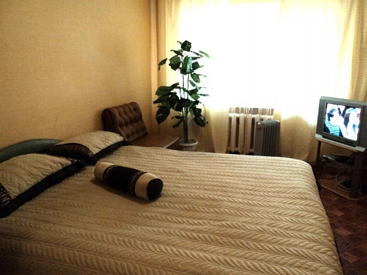 2-комнатная квартира посуточно в Харцызке. ул. Зеленая, 64. Фото 1